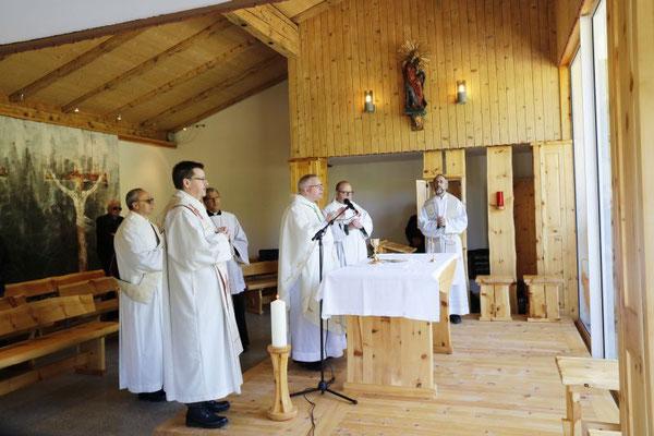 Weihe der neu renovierten Soldatenkirche durch Militärbischof Freistetter Foto: MilKdo Tirol Gerhard Eller
