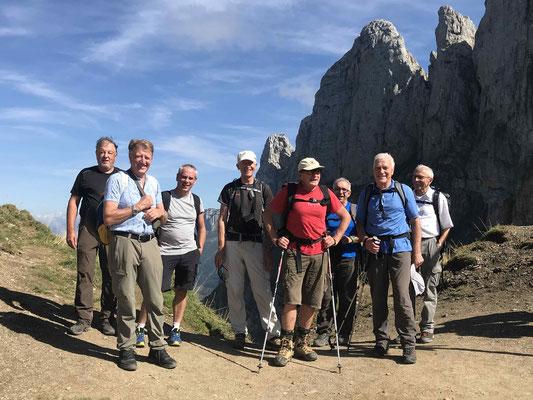 Zeit für ein Gruppenfoto auf dem Widderalpsattel.
