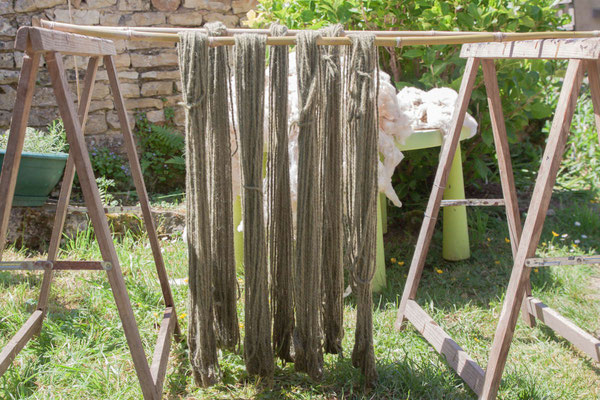 magasin de laine, boutique laine, création, teinture textile, laine, laine locale, laine artisanale, laine à tricoter, recette, couleur naturelle, soie, mérinos, alpaga