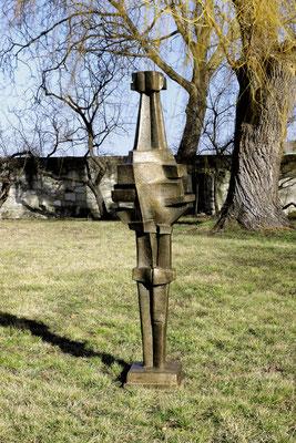 Wander Bertoni  Titel: Männliche Figur I  Technik: Bronze, patiniert  Größe: Höhe 194,5 cm  Edition: Auflage 3  Jahr: Entwurf 1962