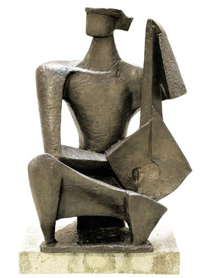 Wander Bertoni  Titel: Großer Lautenspieler  Technik: Bronze, patiniert  Größe: Höhe 100 cm  Edition: Auflage 7  Jahr: Entwurf 1962 / Guss 2017