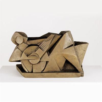 Wander Bertoni  Titel: Musikantin  Technik: Bronze, patiniert  Größe: 39,5 x 71 cm  Edition: Auflage 3
