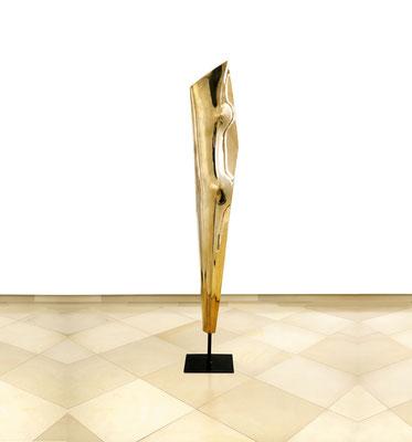 Wander Bertoni  Titel: Das E  Technik: Bronze, poliert  Größe: Höhe 164 cm  Edition: Auflage 7  Jahr: Entwurf 1954