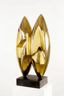 Wander Bertoni  Titel: Das Doppelte D  Technik: Bronze, poliert  Größe: Höhe 86 cm  Edition: Auflage 12  Jahr: Entwurf 1955