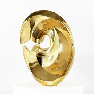 Wander Bertoni  Titel: Das C  Technik: Bronze, poliert  Größe: Höhe 63 cm  Edition: Auflage 7  Jahr: Entwurf 1955