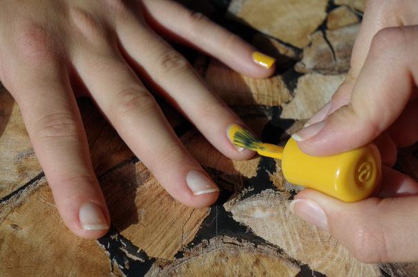 Helles Gelb als Untergrund lackieren