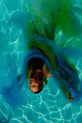 corps et tissu en piscine