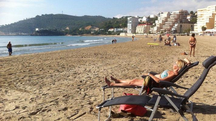 Sonnenbaden und Relaxen am Strand von Oropesa del Mar