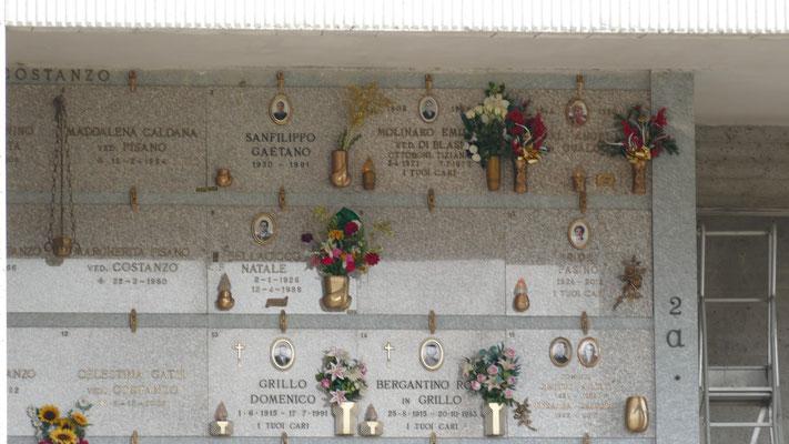 Gräber im überirdischen Friedhof