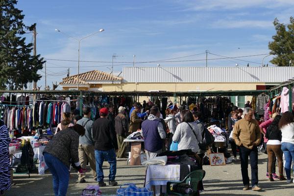 Sonntags ist Markttag im Nachbardorf Los Cantareros