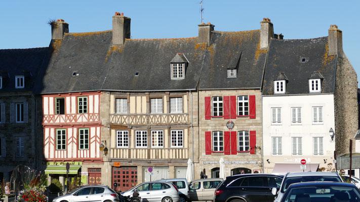 Am Marktplatz von Tréguier