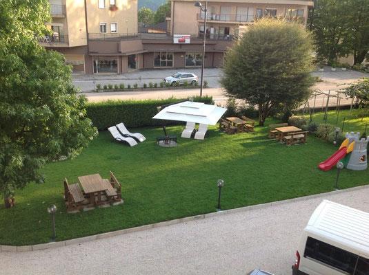 Der Garten des Hotels