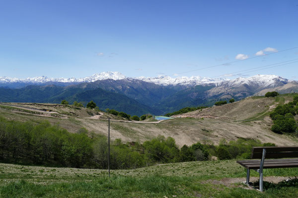 Blick vom Monte Mottarone zu den Schweizer Bergen