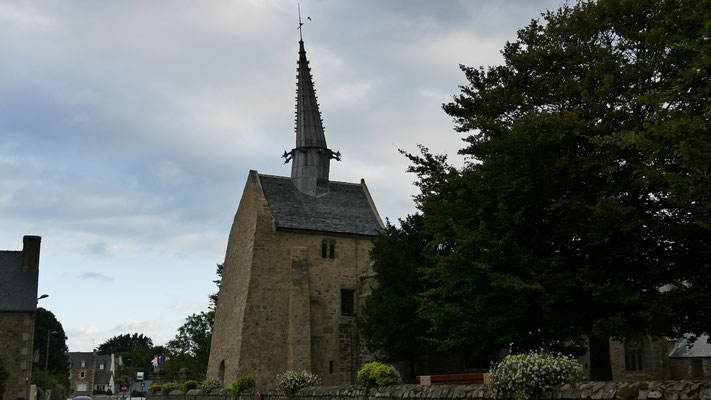 Die schiefe Kirche Saint-Gonéry in Pluegrescant