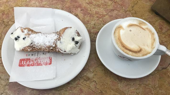 Cappuccino und Cannolo