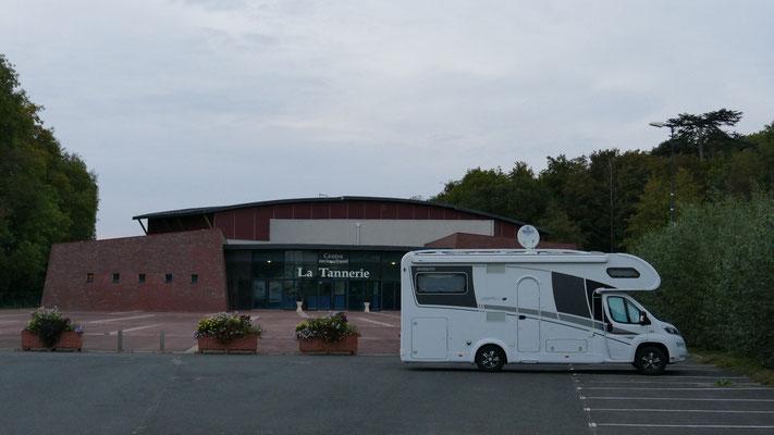 Übernachtungplatz vor der Stadthalle in Chateau Renault