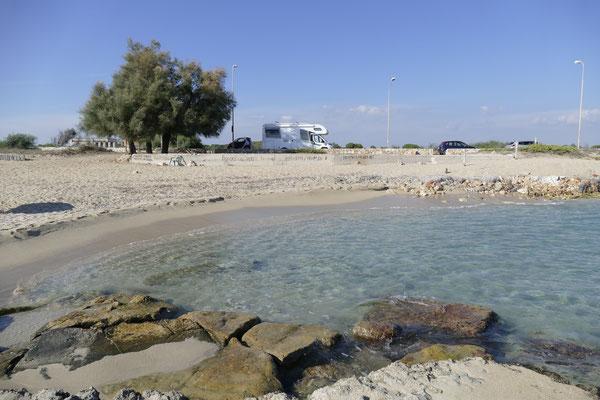 Unser toller Stellplatz an der Straße und dirkt vor dem Strand