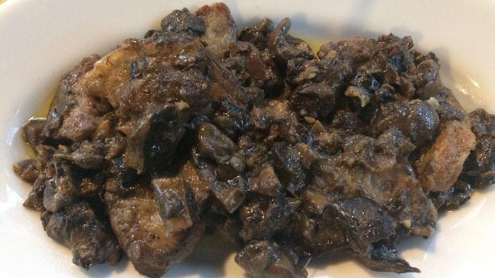 Rindfleisch mit Pilzen aus der Region