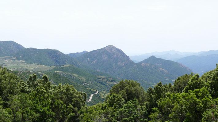 Blick auf der Südseite kurz hinter dem Passo Genna Silana