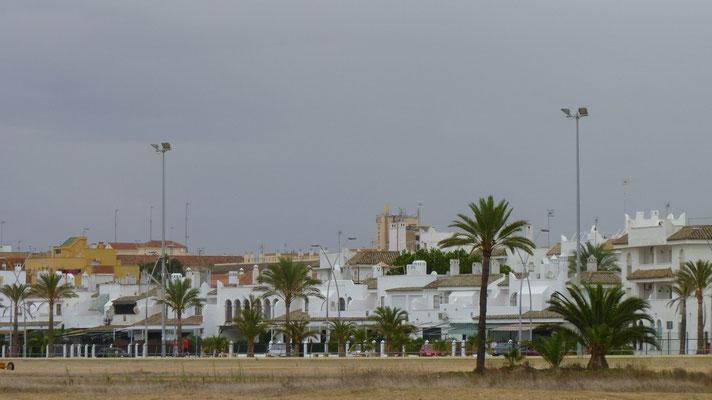 Häuserzeile an der Strandstraße von Sanlucar de Barrameda