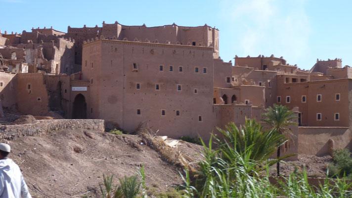 Eines der vielen alten Dörfer und Städte entlang der Straße der Kasbahs im Dadestal