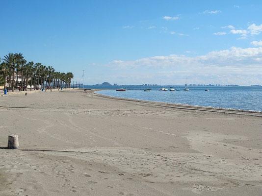 Leerer Strand von Los Alcazares
