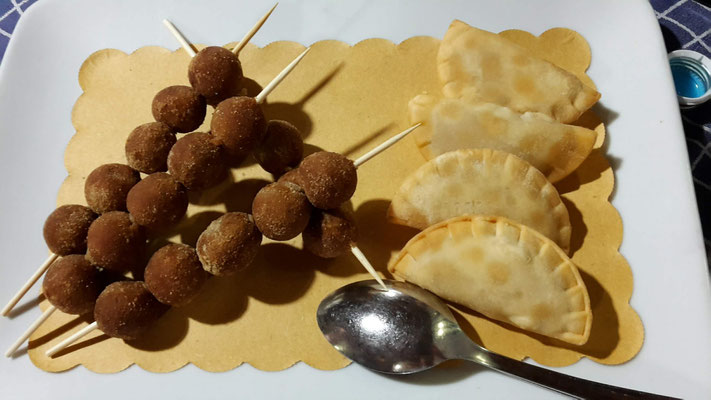 Polpette di pesce fritti - Raviolini di seppia fritti
