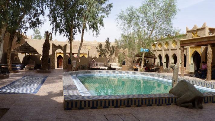 Das Schwimmbad des Hotels