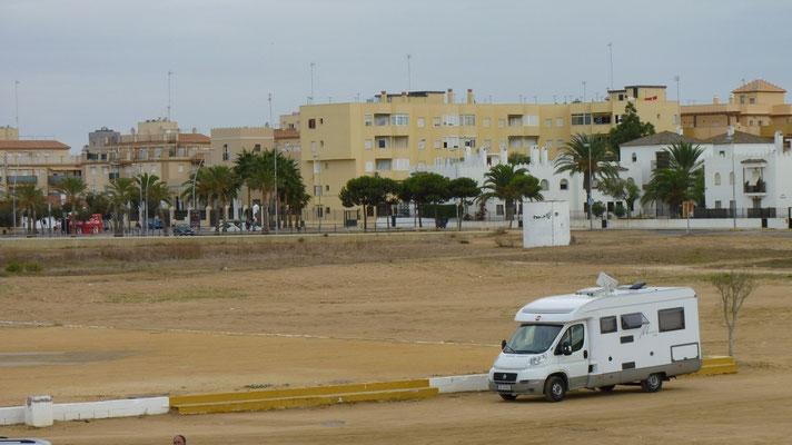 Unser Übernachtungsplatz am Strand in Sanlucar de Barrameda