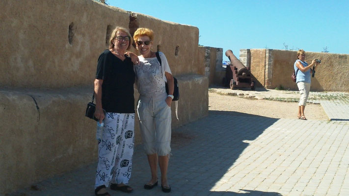Gaby und Rosemarie auf der Festung von El Jadida