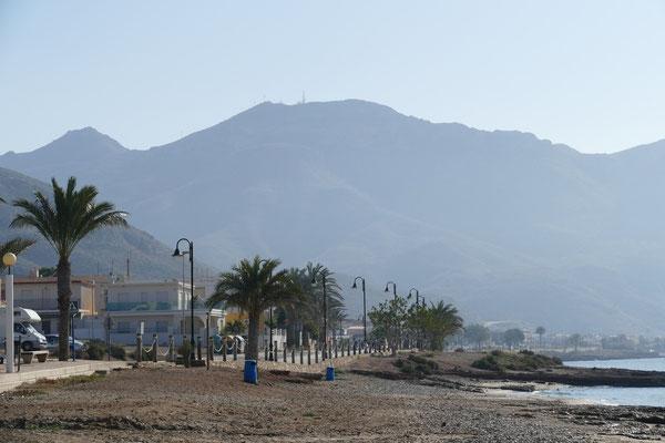 Die Straße zum Zentrum von La Azohia