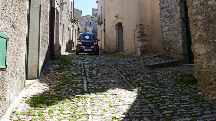 Jahrhunderte altes Pflaster in den Gassen von Erice
