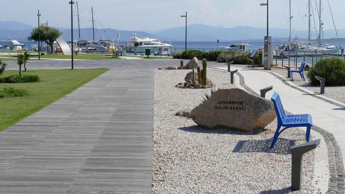Die Promenade von Golfo Aranci