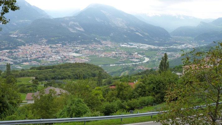 Rovereto von der Südroute des Monte Bondone