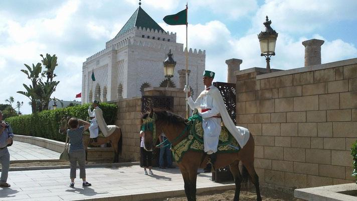 Die Wachen vor dem Gelände des Mausoleums