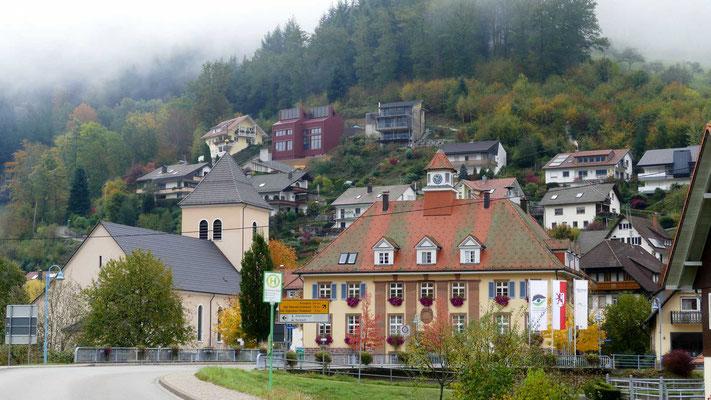 Oberwolfachmit Rathaus