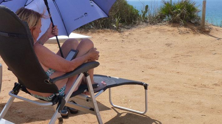 Heute ist lesen angesagt. In Spanien kann ein Regenschirm auch nützlich sein