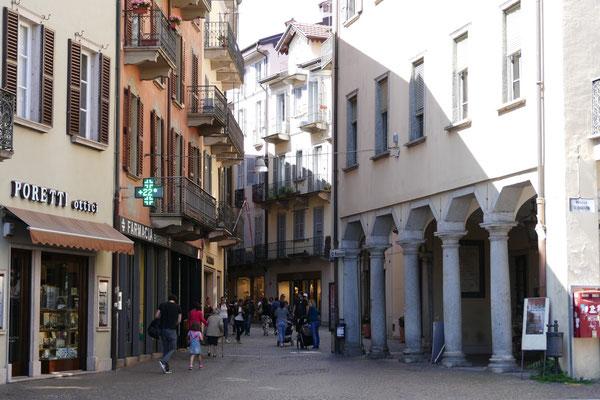 EIngang zur Fußgängerzone von Verbania