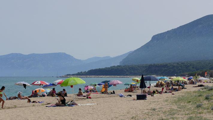 Der Strand ist am Sonntag gut besucht