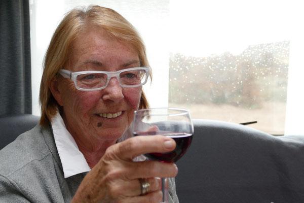 Draußen leichter Regen, da schmeckt spanischer Wein