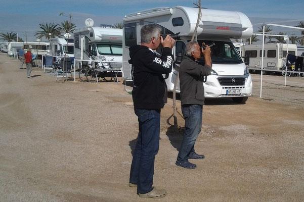 Ove und Hans auf der Suche nach dem besten Bild der Flugshow