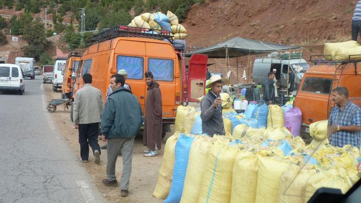 In den Ortschaften im Hohen Atlas herrscht geschäftiges Treiben