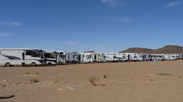 Unsere Karawane macht Pause in der Wüste