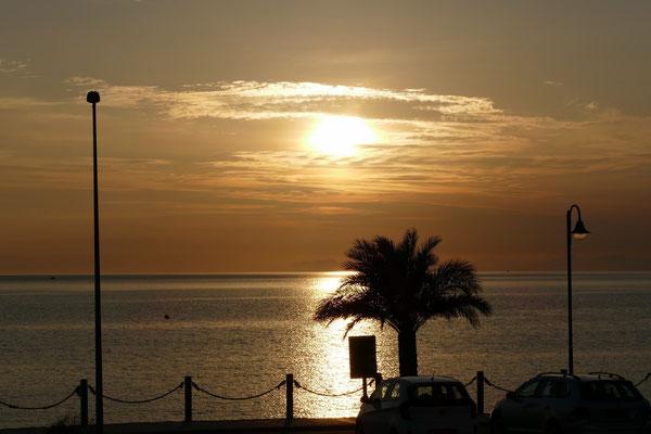 Sonnenuntergang von unserem Heckfenster aus