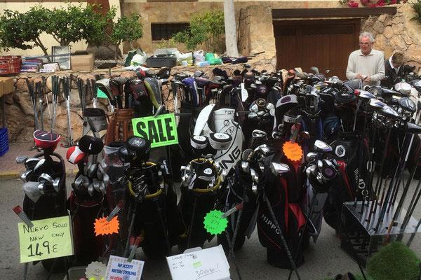 Auf dem Markt gibt es auch Golfschläger und Zubehör