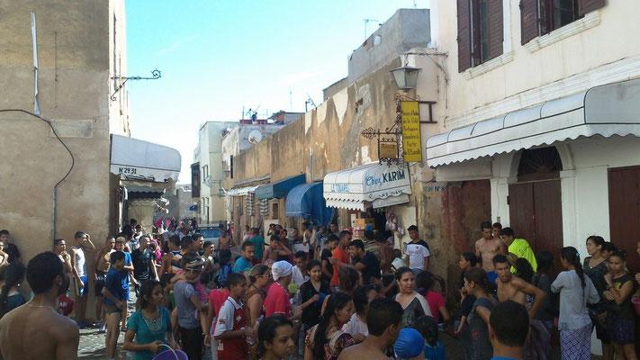 Buntes Treiben der Jugend in der Altstadt anläßlich des Wasserfestes