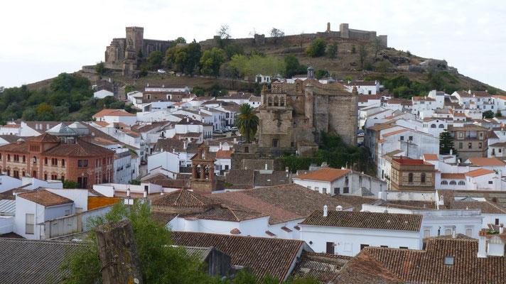 Aracena zwischen Zafra und Sevilla an einer schnellen kurvenreichen Motorradstrecke (N433)