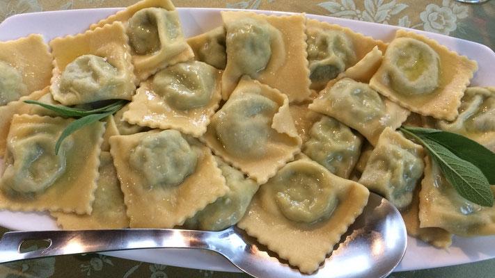 Tortelloni mit Ricotta und Spinat