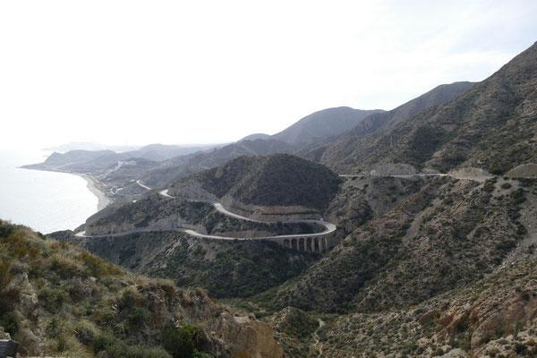 Die Passstraße runter nach Carboneras