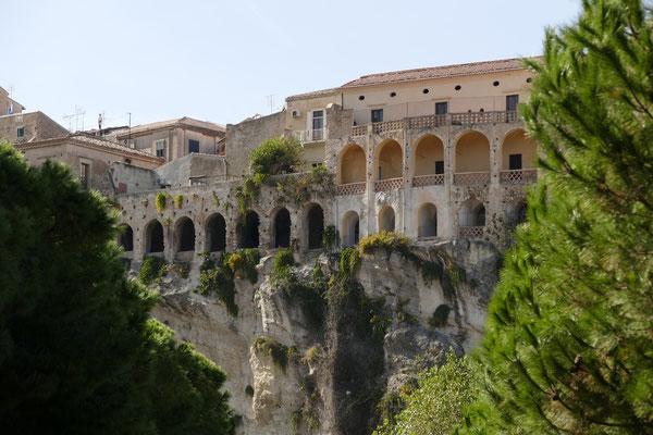 Häuser auf dem Felsen von Tropea